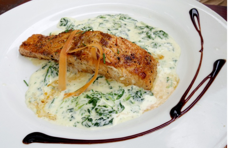 salmon steak in white sauce