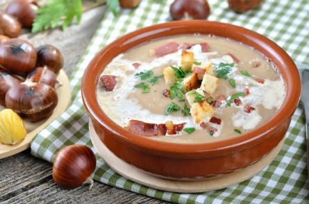 Deftige Maronensuppe mit Speck, Sahne und Croutons